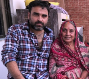 pankaj-tripathi-biography-family-mother