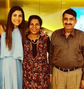 shreya-dhanwanthary-family-parents