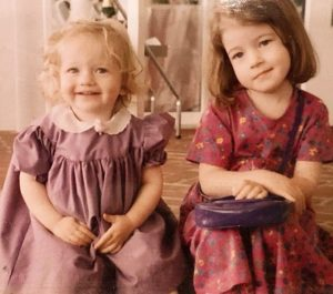 julia-garner-childhood-photo-sister