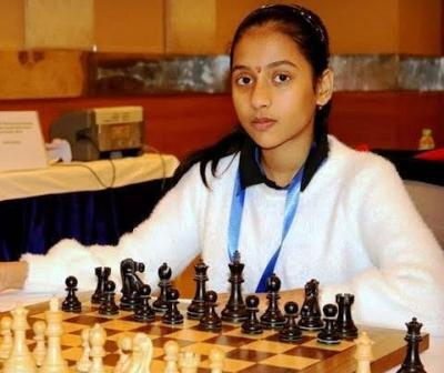 divya-deshmukh-biography-chess-player-age-height-facts-records