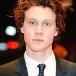 geroge-mackay-biography-age-height-family-girlfriend-movies-tv-facts